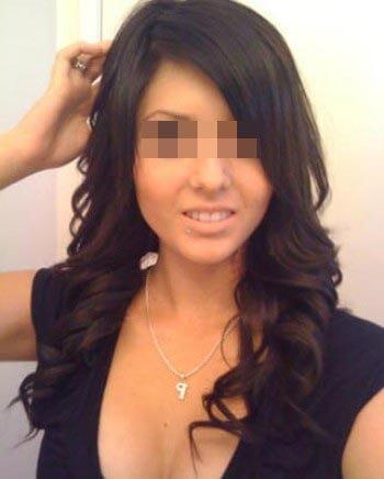 Femme arabe chaude désirerait sucer une bite bien grosse à Villejuif