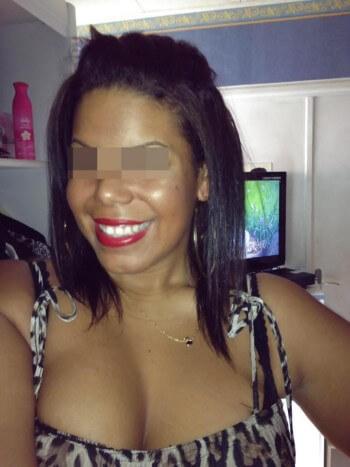 Fille arabe sexy veut rencontrer un africain bien gaulé à Brest pour une bonne fellation