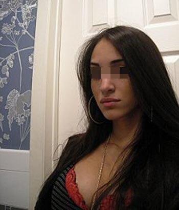 Femme arabe cochonne de Aulnay-sous-Bois pour une bonne pipe