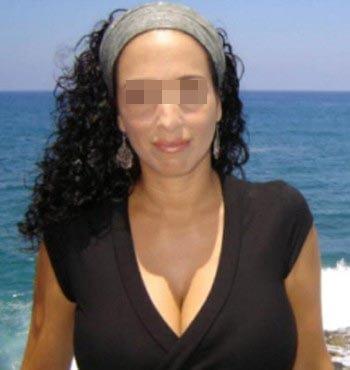 Femme arabe coquine adorant les plans sodomie