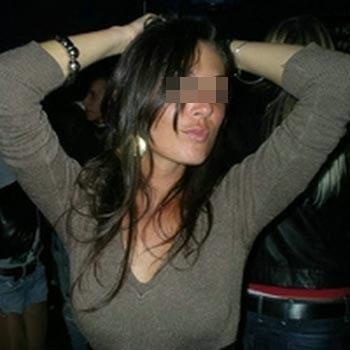 Femme arabe désire de pines de plus de 18cm à sucer à Montluçon
